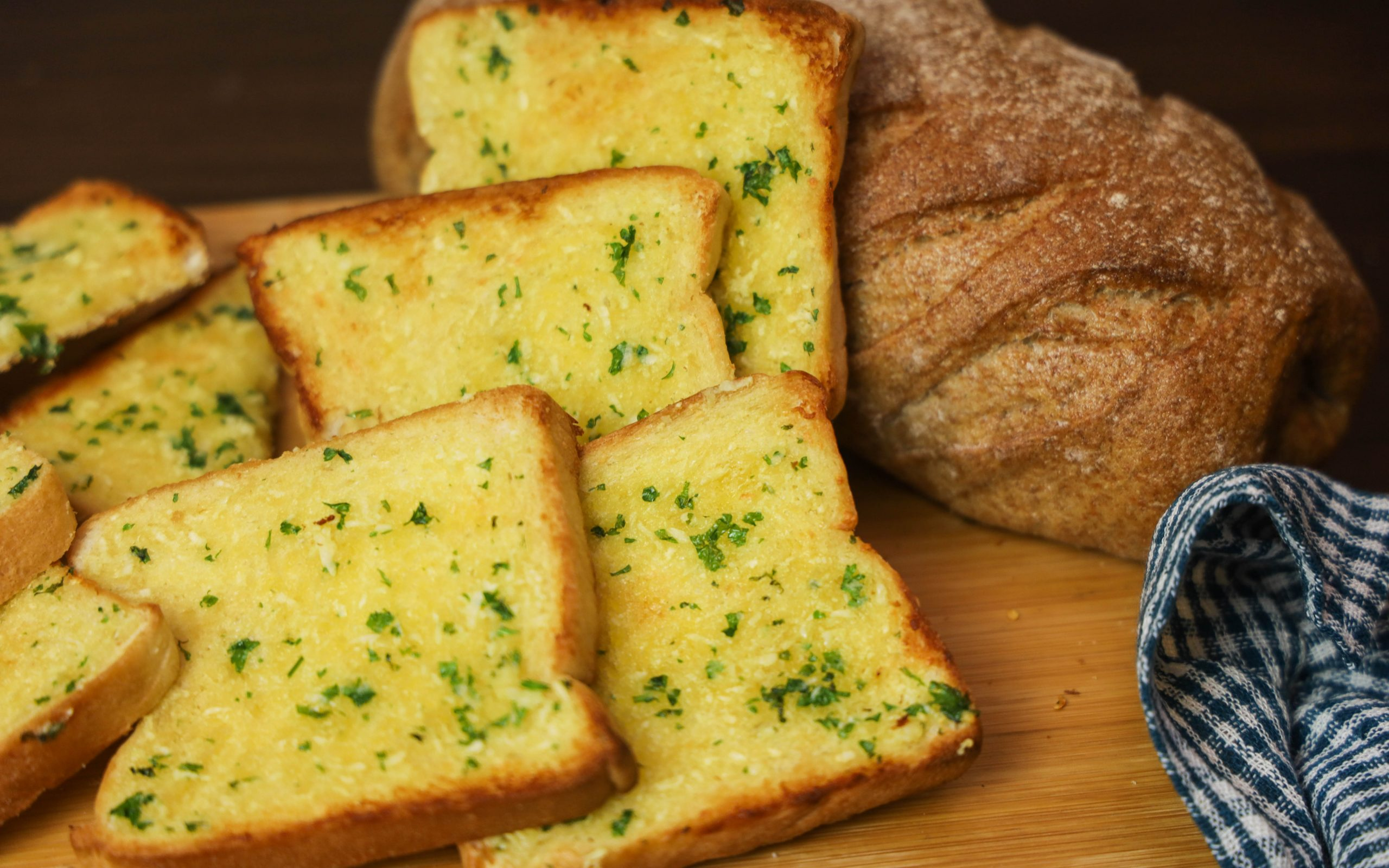 How to Make Garlic Bread at Home Using Toaster Oven