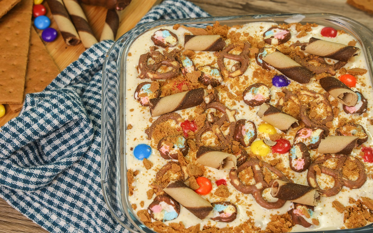 How To Make Refrigerated Cake/Graham Cake With Assorted Toppings